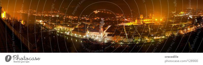 Passau Stadt Haus dunkel Berge u. Gebirge Beleuchtung Wohnung groß Panorama (Bildformat) Grenze Kurve Dom Rathaus Kloster Inn Donau