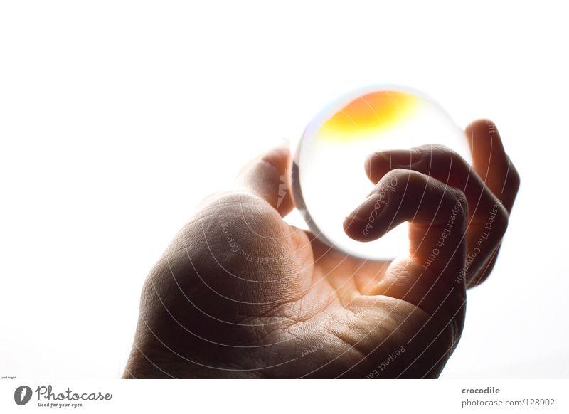 wahrsager Wahrsagerei Licht hell Finger Hand Handfläche glühen Freisteller Vertrauen Macht Kugel Haut prophezeiung Blattadern Glas
