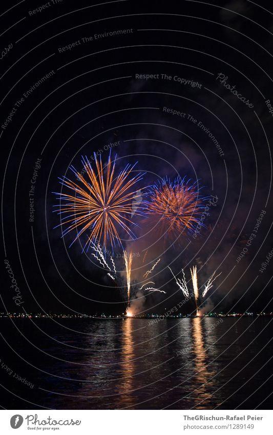 Feuerwerk 1 Kunst Theaterschauspiel blau mehrfarbig grau orange rot schwarz weiß Knall laut Farbstoff Spektakel fest Feste & Feiern See Reflexion & Spiegelung