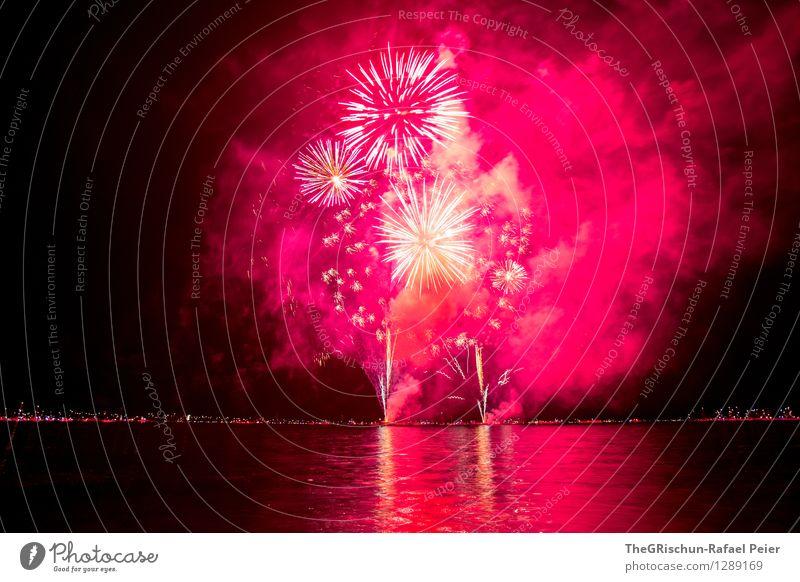 Fireworks Kunst Künstler Kunstwerk Theaterschauspiel violett rosa rot schwarz silber weiß See Wasser Reflexion & Spiegelung sternförmig Rauch Schwefel Feuer