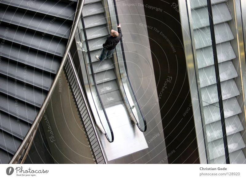 Concrete Jungle Mann weiß Stadt schwarz kalt grau Architektur Stein Metall braun gehen Glas hoch Treppe maskulin Spaziergang
