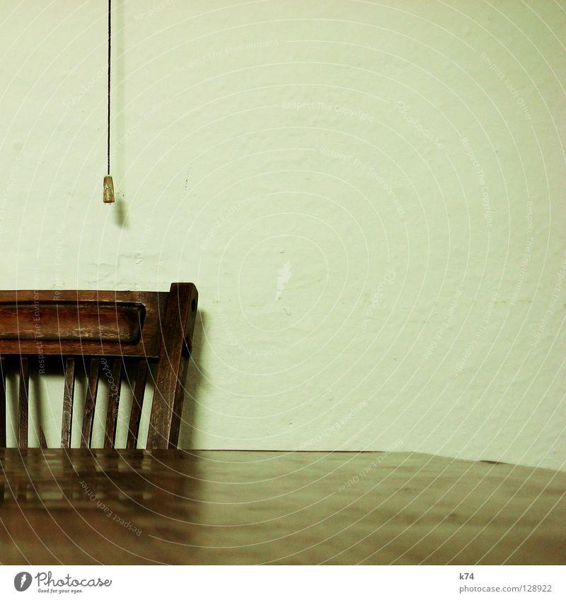 TISCH, STUHL UND SCHNUR alt Holz Tisch Stuhl Bar Gastronomie analog Schnur Restaurant Schalter Möbel Kneipe Patina