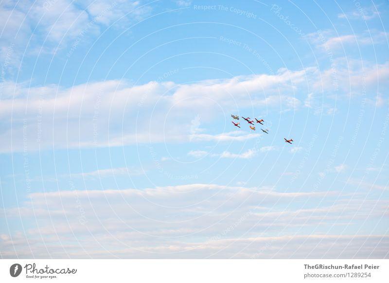 Flugshow Verkehrsmittel Luftverkehr Flugzeug Doppeldecker blau grau violett rosa silber weiß Flugschau Ferne Unendlichkeit Wolken Himmel Horizont happy end