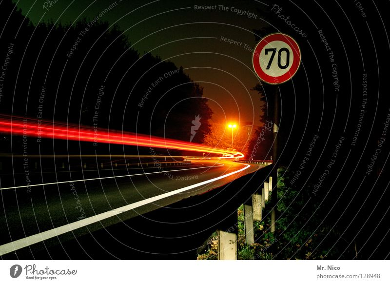 fahr'n fahr'n fahr'n rot Haus dunkel Fenster Bewegung Gebäude hell Beleuchtung Straßenverkehr Schilder & Markierungen Verkehr Geschwindigkeit Brücke rund