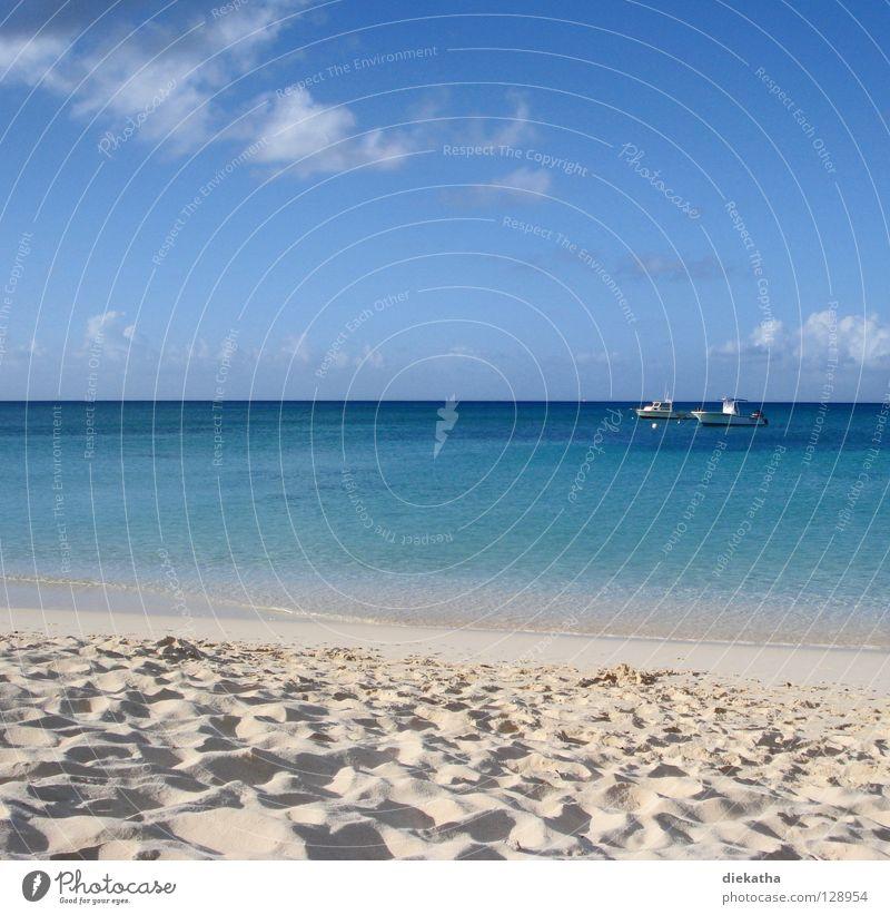Traute Zweisamkeit Meer Wolken Wasserfahrzeug ruhig türkis Sommer Ferien & Urlaub & Reisen Horizont Strand 2 Ferne ankern Pause Wetter Himmel Sand blau Kuba