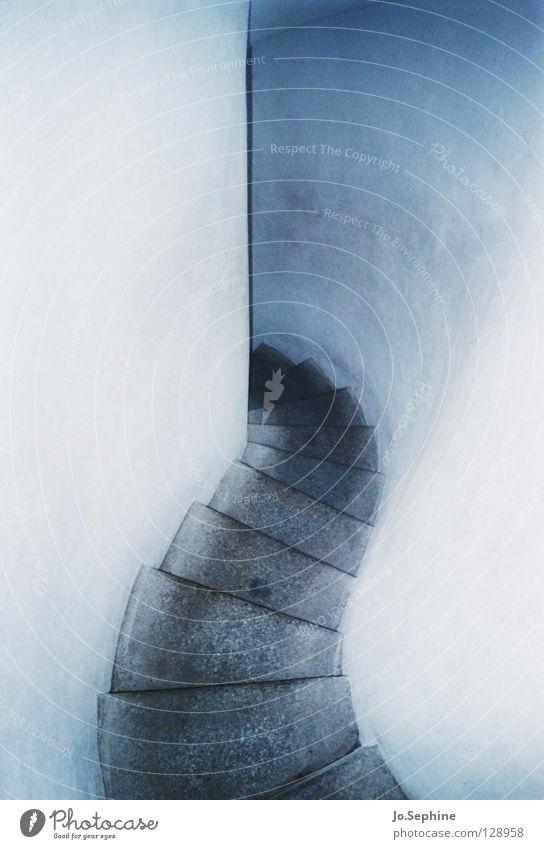 down in the abyss - claustrophobia II Mauer Wand Treppe bedrohlich trist eng beängstigend schmal steil Gasse Zentralperspektive abwärts weiß Gang Farbfoto