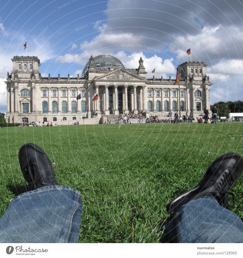 Umwerfend Himmel alt grün rot Sommer Wolken schwarz Erholung Wiese Berlin Gefühle Architektur Mauer Park Deutschland Glas