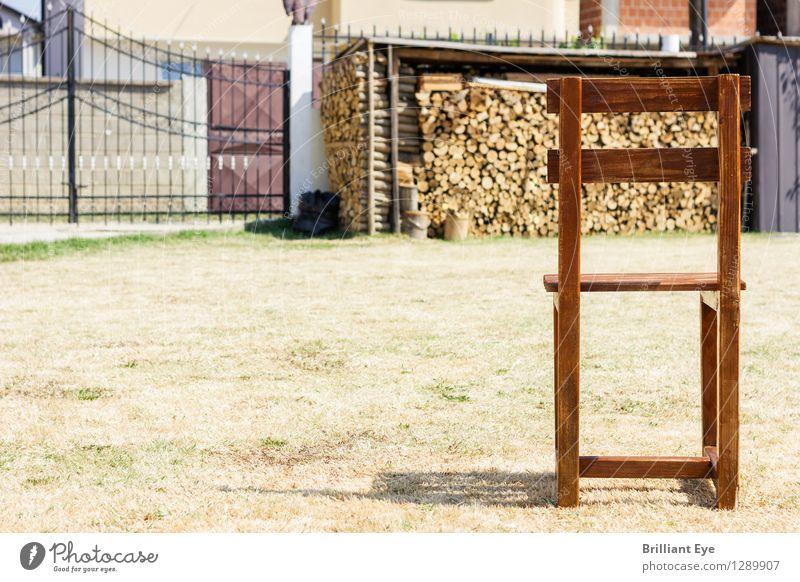 holzstuhl auf verdorrter wiese Stil Design heimwerken Sommer Umwelt Natur Garten alt ästhetisch einfach natürlich retro braun Freizeit & Hobby Zufriedenheit