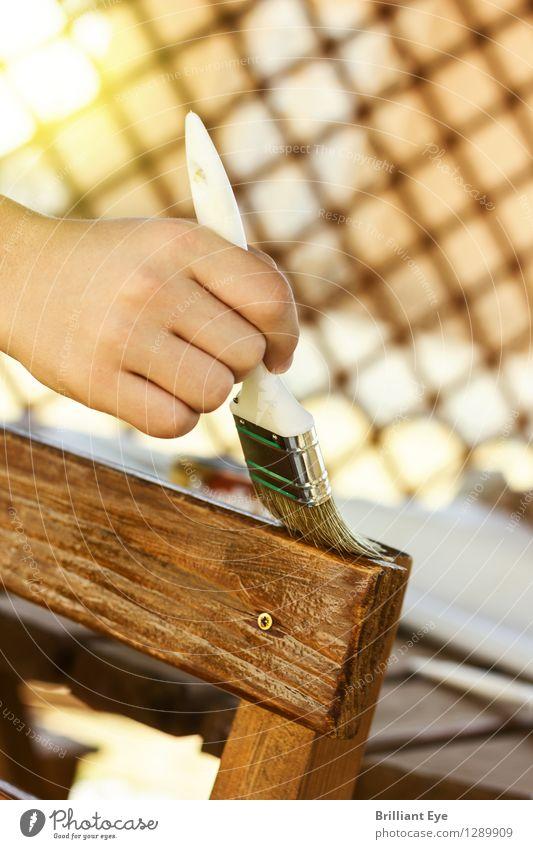 Holzstuhl anstreichen Design Handarbeit Stuhl Handwerker Anstreicher Natur Garten Arbeit & Erwerbstätigkeit Schutz Pinsel malen Außenaufnahme Konzentration Lack
