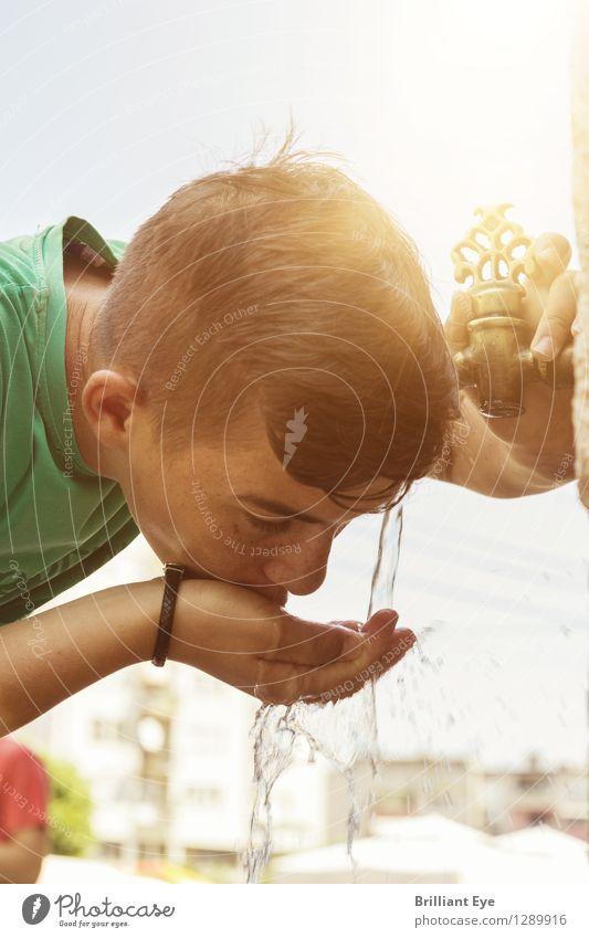 Junge trinkt aus orientalischem Hahnen Wasser Mensch Kind Ferien & Urlaub & Reisen Stadt Sonne Erholung Wärme Junge Stil Religion & Glaube Stimmung maskulin Zufriedenheit Freizeit & Hobby Tourismus elegant