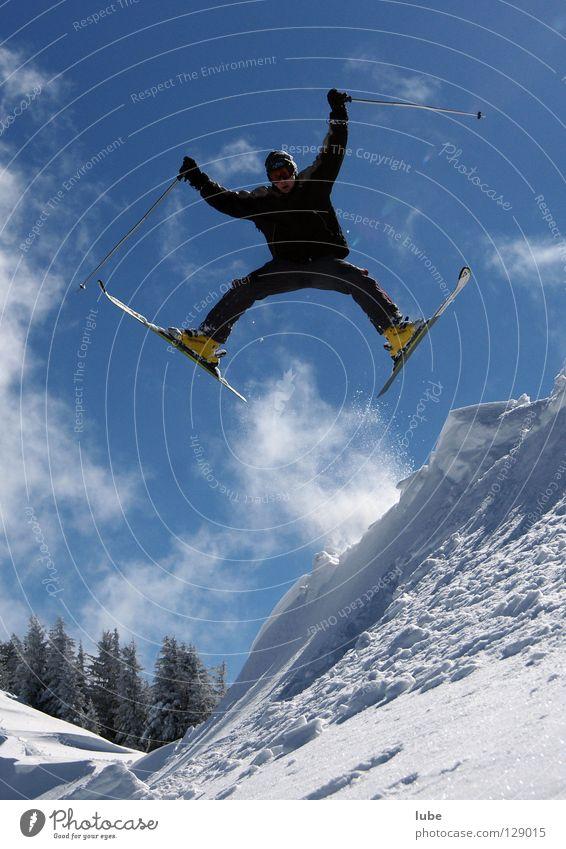 Grätsche springen grätschen Skifahrer Winter Tiefschnee Pulverschnee Wintersport Skifahren Freerider Freeriding Schnee