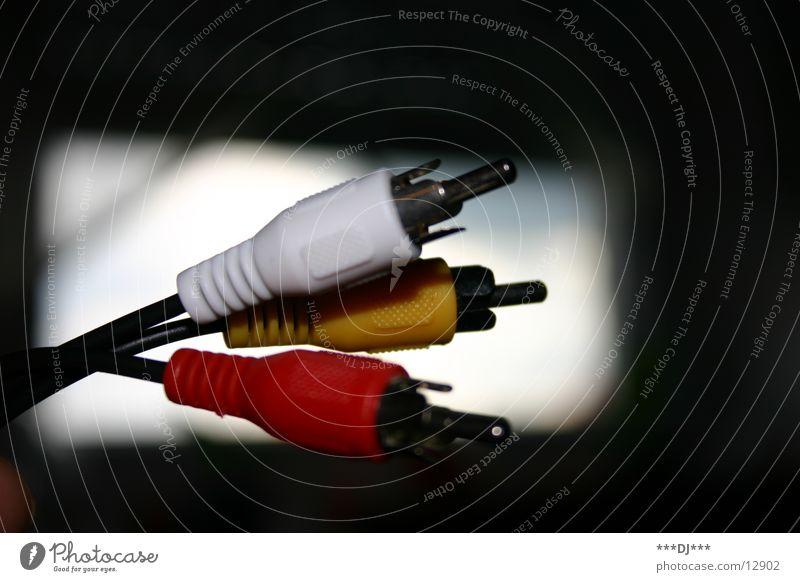 Ein flotter Dreier weiß rot gelb Kabel Bild Ton Video verbinden Entertainment transferieren Daten