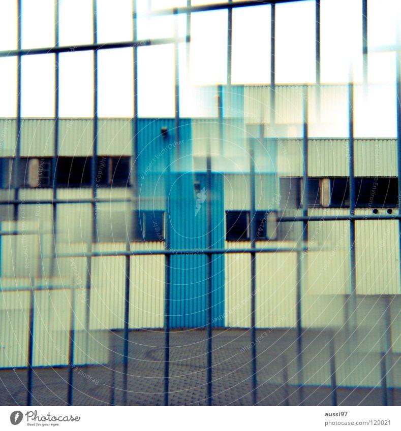 Prismologe grün Haus Einsamkeit Tür geschlossen Industrie Sicherheit Werkstatt Eingang Lagerhalle Surrealismus seltsam Doppelbelichtung urinieren Fabrikhalle