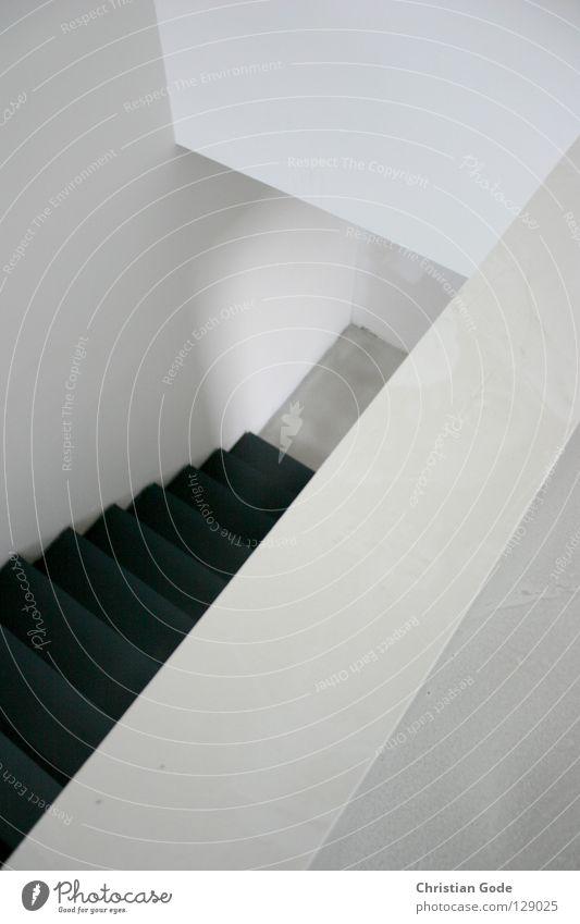 Aufgang Wand weiß grau Ecke Mauer Baustelle Geländer Neubau Altbau Umbauen Gebäude Fußtritt Höhenunterschied Eingang Wohnung Loft Umzug (Wohnungswechsel) Beton