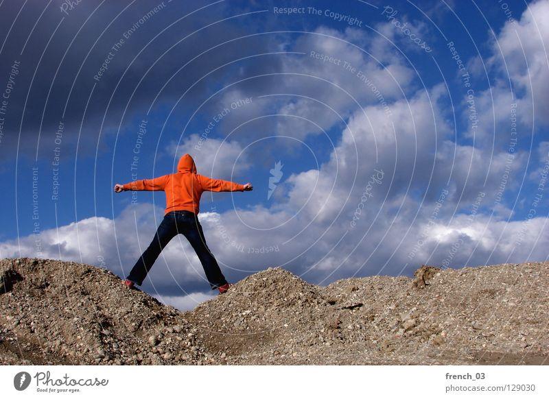 den Mensch Kapuze Pullover Jacke weiß See Denken Zwerg gesichtslos maskulin unerkannt Kapuzenpullover Hand zyan Wolken schlechtes Wetter Froschperspektive