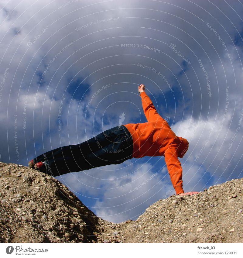 mit Mensch Kapuze Pullover Jacke weiß See Denken Zwerg gesichtslos maskulin unerkannt Kapuzenpullover Hand zyan Wolken schlechtes Wetter Froschperspektive