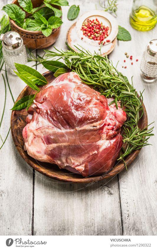 Lammkeule fürs Braten zubereiten Weihnachten & Advent Gesunde Ernährung Leben Stil Hintergrundbild Lebensmittel Design Glas Tisch Kräuter & Gewürze Ostern Küche