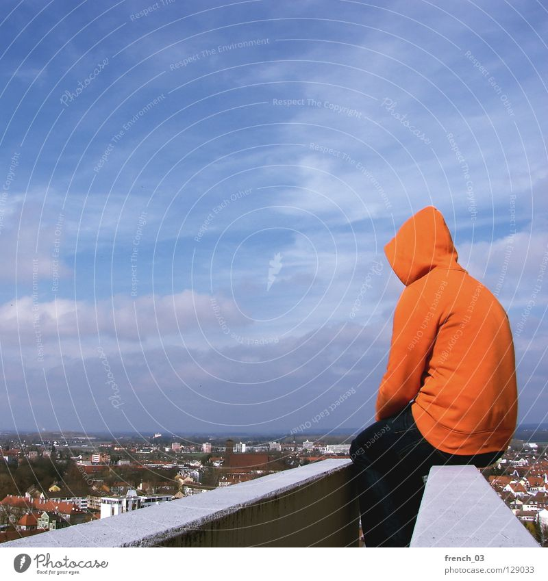 ist Mensch Kapuze Pullover Jacke weiß See Denken Zwerg gesichtslos maskulin unerkannt Kapuzenpullover Hand zyan Wolken schlechtes Wetter Froschperspektive