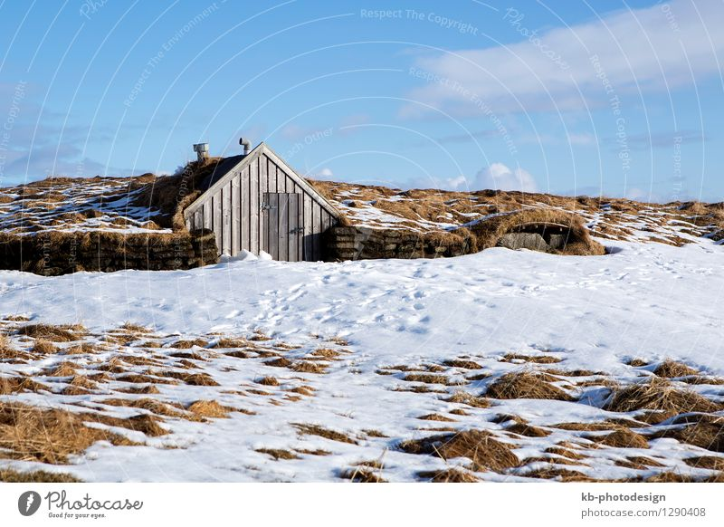 Tiny hut with blue sky in snowy Iceland Ferien & Urlaub & Reisen Tourismus Winter Haus tiny small accommodation elve elves volcano island landscape volcanoes