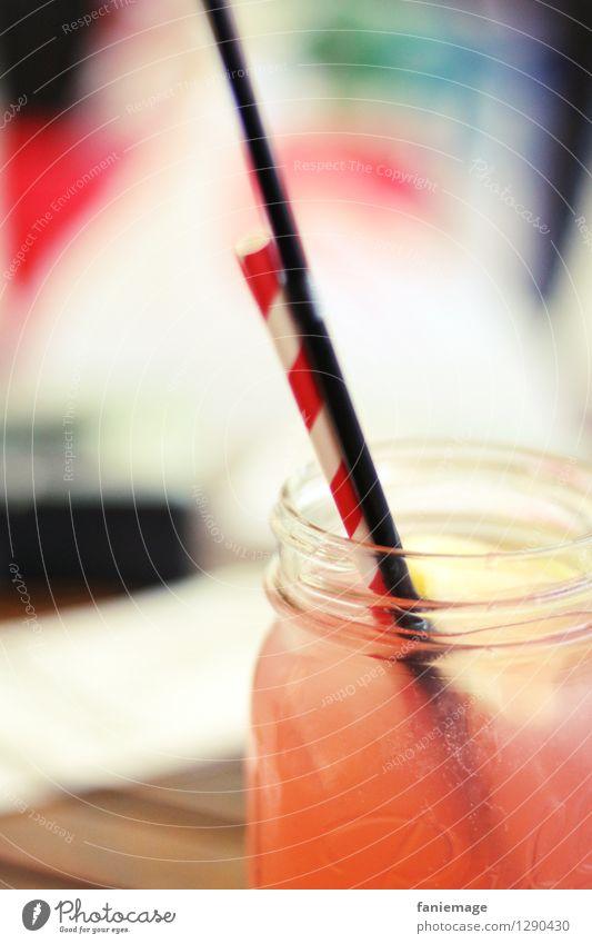 Eistee Lifestyle Wellness Wohlgefühl Zufriedenheit Erholung trinken Halm rot schwarz frisch orange Zitrone Erfrischung Glas Erfrischungsgetränk sommerlich