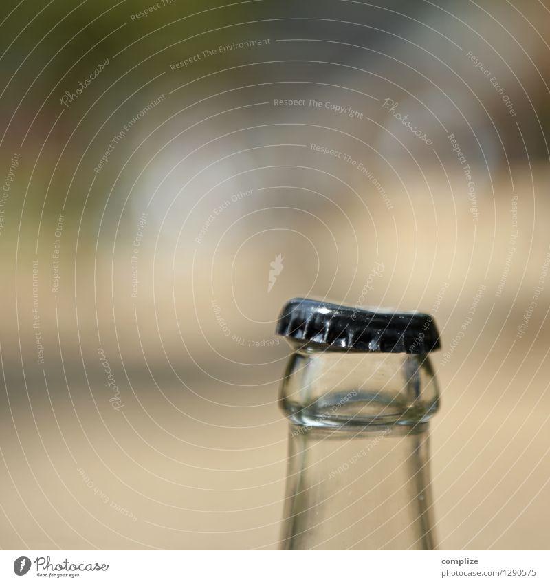 fast offen! Lebensmittel Ernährung Getränk Erfrischungsgetränk Trinkwasser Limonade Saft Alkohol Bier Wein Flasche Glas Sektglas Nachtleben Restaurant ausgehen