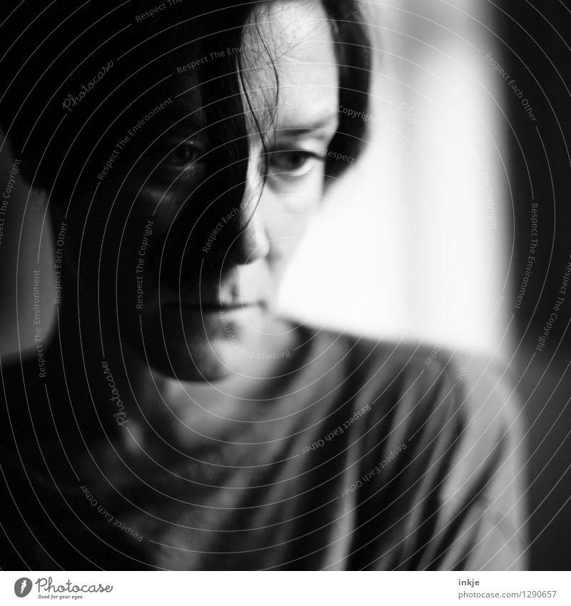 ... Lifestyle Frau Erwachsene Leben Gesicht 1 Mensch 30-45 Jahre Traurigkeit Gefühle Stimmung Sorge Trauer Liebeskummer Enttäuschung Einsamkeit Reue