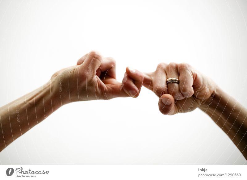 <---><---> Mensch Leben Hand Fingerspiel 1 2 Ring Ehering festhalten kämpfen Kommunizieren machen Konflikt & Streit stark Gefühle Kraft Einigkeit loyal