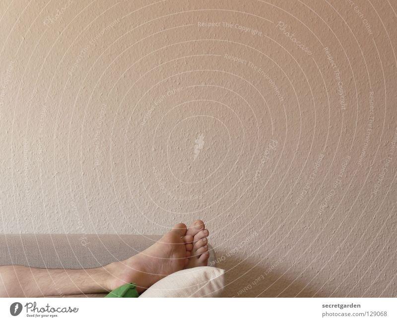 ...And we got sea legs. Mensch Mann weiß grün ruhig Haus dunkel Erholung Arbeit & Erwerbstätigkeit nackt Wand Spielen grau Fuß Beine