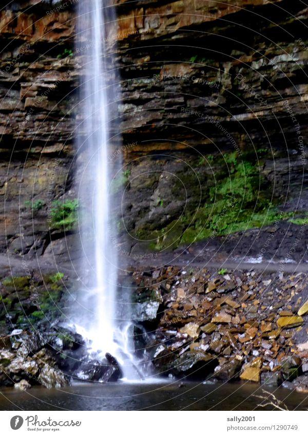 Abkühlung... Natur Wasser Wasserfall fallen fantastisch Flüssigkeit kalt nass natürlich Abenteuer nachhaltig Kraft Ziel Kühlung Stein Felsen Felsvorsprung See