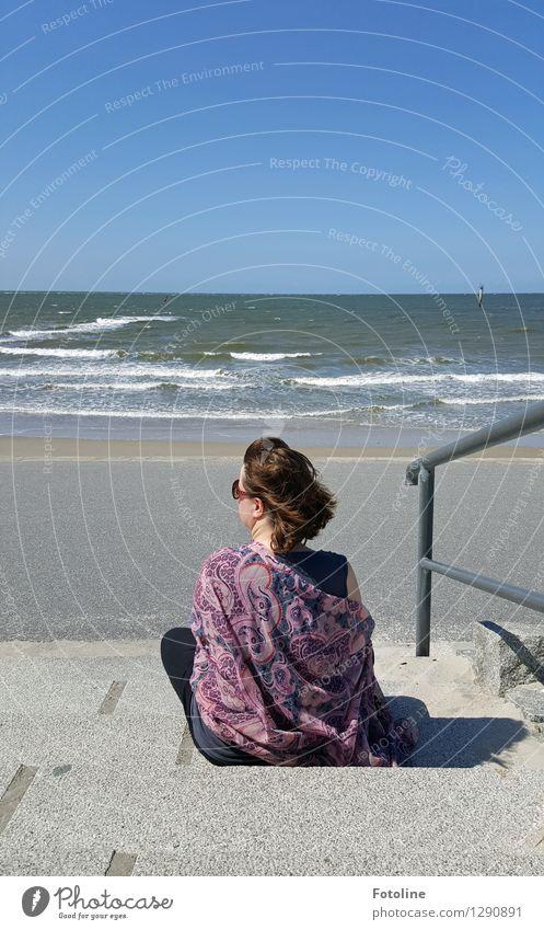 Einfach ICH! Mensch Frau Erwachsene Leben 1 Umwelt Natur Landschaft Urelemente Wasser Horizont Sommer Wellen Küste Strand Nordsee Meer natürlich Wärme sitzen