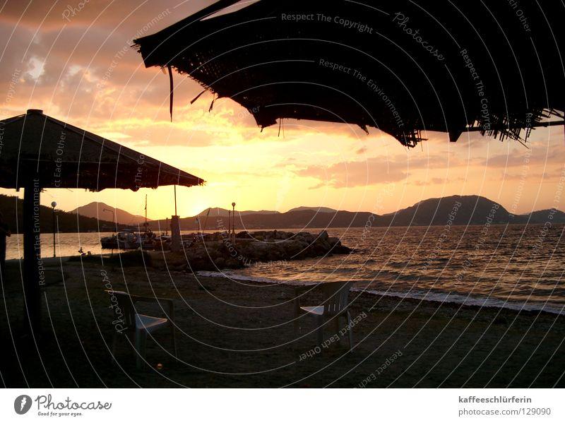Place to be Abendsonne Sonnenuntergang Küste Abenddämmerung Sonnenschirm Gegenlicht Meer Strand Brandung Ferien & Urlaub & Reisen Erholung Sand Insel Korfu