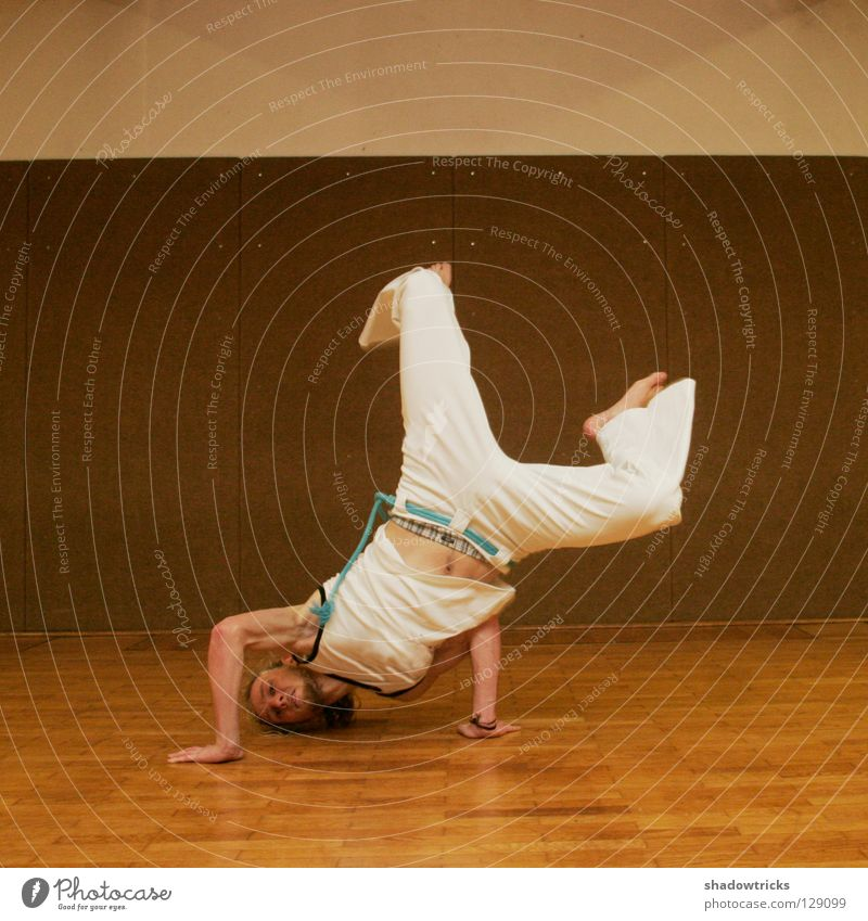 capoeirafunk Capoeira Porträt Karate chinesische Kampfkunst Kick Haare & Frisuren Stil Sport Sporthalle Kampfsport Momentaufnahme Fitness Muskulatur Körper