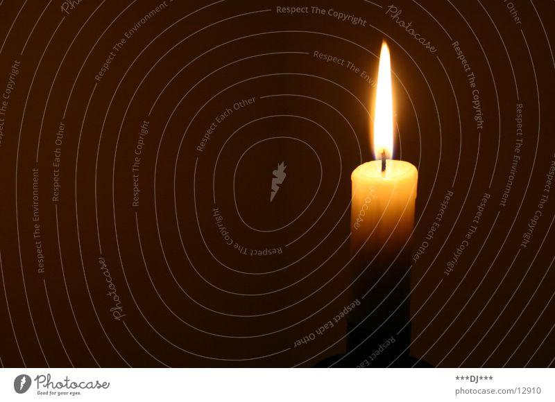 Es ist soweit! Kerze Licht brennen dunkel Physik gemütlich Romantik Häusliches Leben Brand hell Wärme