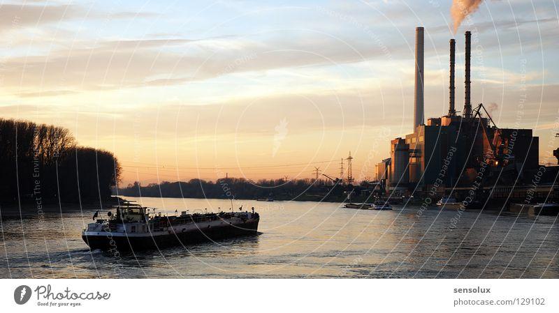 Abendstimmung am Rhein ruhig Ferne Wege & Pfade Wasserfahrzeug Verkehr Industrie Elektrizität fahren Güterverkehr & Logistik Fluss Ziel Schornstein