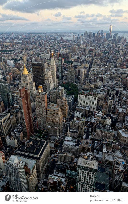 Cutting through Manhattan Ferien & Urlaub & Reisen Tourismus Ferne Sightseeing Städtereise Business Fortschritt Zukunft Wolken Horizont Sommer Schönes Wetter