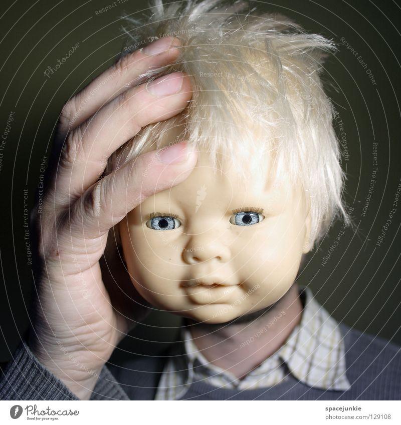 Unglücklich Kopfschmerzen Spielzeug bedrohlich beängstigend blond Chucky gruselig Horrorfilm böse süß niedlich Freude Einsamkeit Schmerz Puppe Auge blau Angst