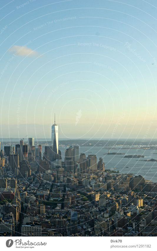Himmel über Manhattan Ferien & Urlaub & Reisen Stadt Wolken Stil Freiheit Business Horizont Hochhaus Perspektive Zukunft einzigartig Schönes Wetter Fluss