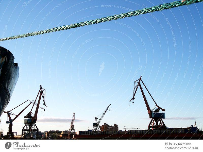 Hafen Göteborg Kran Wasserfahrzeug Wolken Winter kalt Seil Schweden Himmel blau Silhouette Schönes Wetter