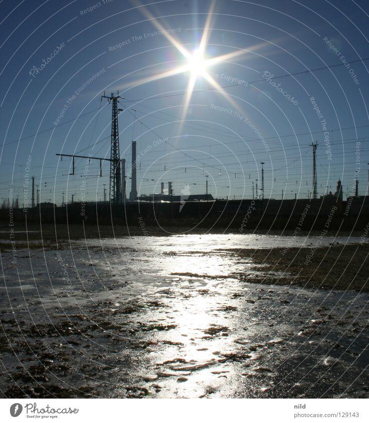 sonne über sendling (unvershopped) Stadt Sonne Winter Einsamkeit kalt Eis Eisenbahn Elektrizität Industrie Spiegel München Gleise gefroren Quadrat