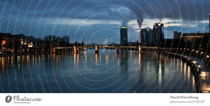 Nachts wenn der Fluss leuchtet... Wasser Baum blau Stadt Haus Wolken gelb Straße Lampe dunkel kalt Mauer Wege & Pfade Hochhaus Brücke Fluss