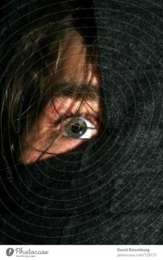 Angst vorm schwarzen Mann? Mann blau schwarz Gesicht Auge grau Haare & Frisuren braun Angst gefährlich bedrohlich Bank gruselig Geister u. Gespenster Panik Wimpern