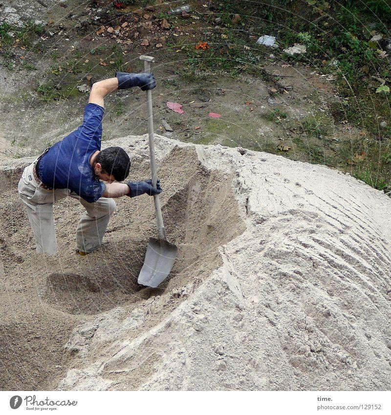 PowerKeuler Arbeit & Erwerbstätigkeit Baustelle Düne Schaufel Handwerk maskulin Mann Erwachsene 1 Mensch Sand Handschuhe bauen muskulös Kraft Konzentration