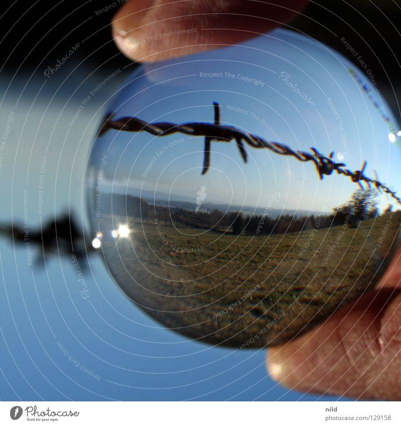 Linse vor der Linse 2 schön Landschaft kalt Wiese Hintergrundbild Glas leer gefährlich Kreis Spitze Ecke einfach bedrohlich Schönes Wetter Zaun