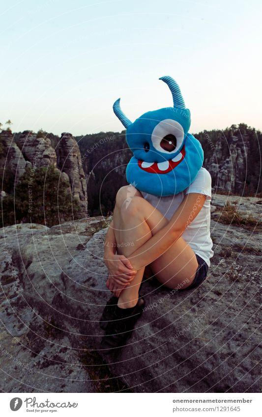 Felsenhocker blau Erholung Freude feminin Beine Kunst Felsen ästhetisch warten Maske Kunstwerk Kostüm grinsen Karnevalskostüm hocken Monster