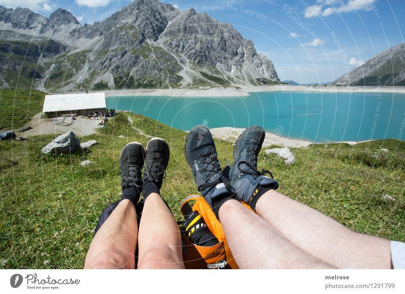 Idylle Ferien & Urlaub & Reisen Frau Erwachsene Mann Landschaft Wasser Himmel Wolken Sommer Bergwiese Berge u. Gebirge See Lünersee Gebirgssee Brandnertal