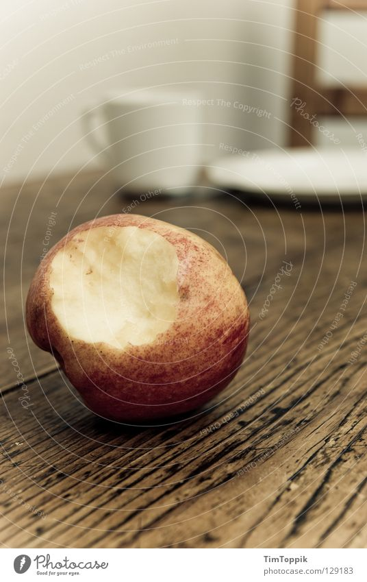 Stillleben mit Apfel I Innenarchitektur Holz Frucht Ernährung Tisch Küche Stuhl Möbel Frühstück Geschirr Tasse Teller Schalen & Schüsseln Mahlzeit