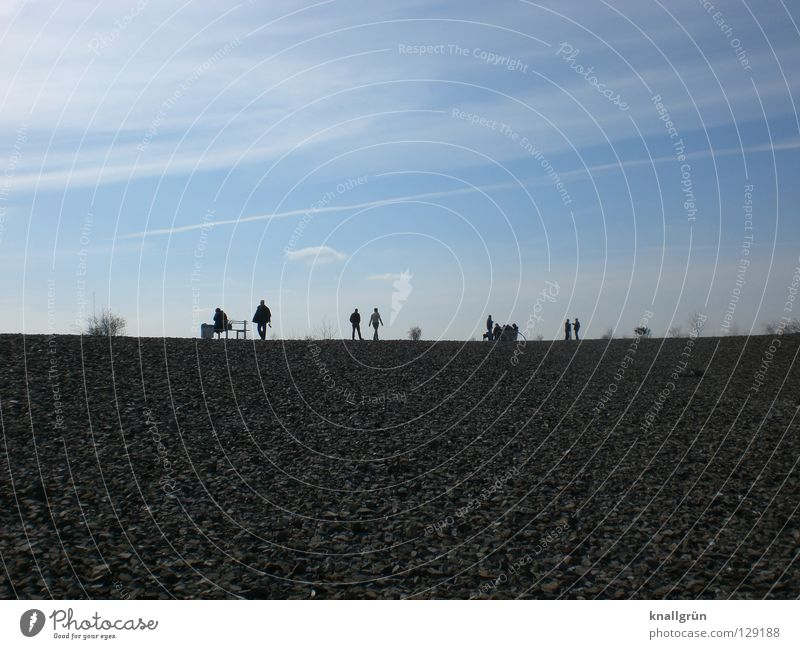 Sonntagsausflug Ausflug Mann Wolken Halde Aussicht Bank Menschengruppe Himmel Blick Kies