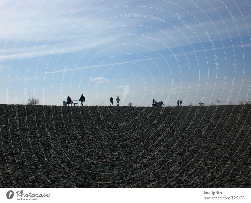 Sonntagsausflug Mensch Himmel Mann Wolken Menschengruppe Ausflug Bank Aussicht Kies Halde