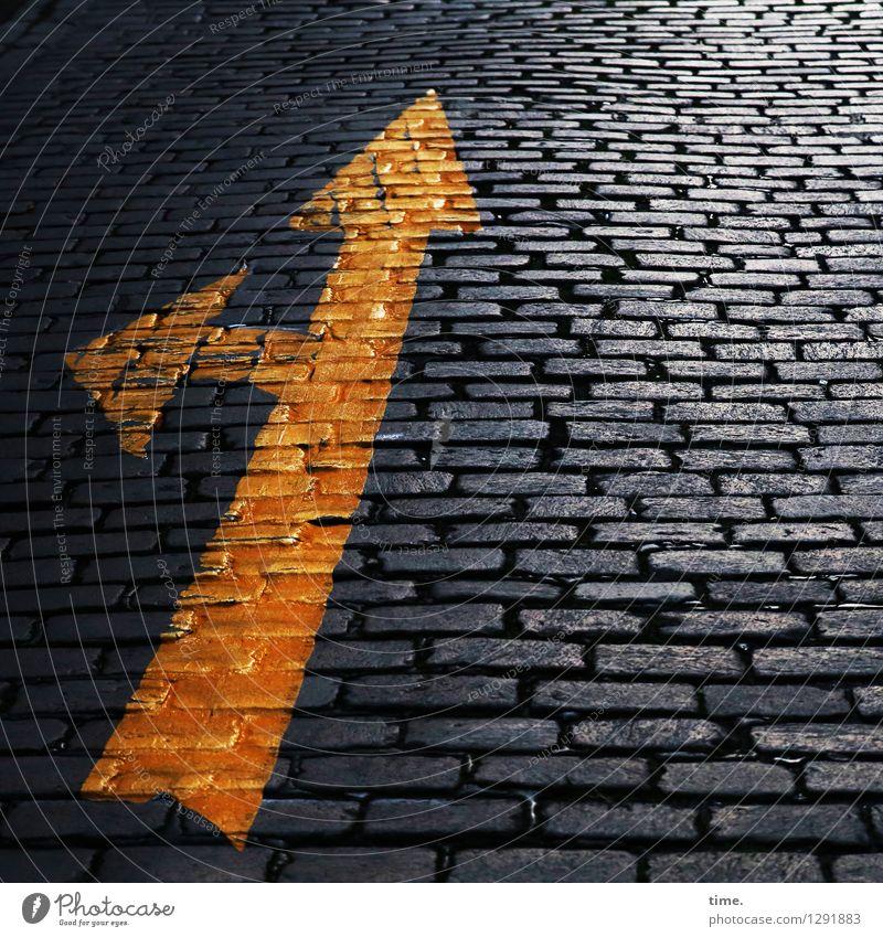 right on left Verkehr Verkehrswege Straße Wege & Pfade Kopfsteinpflaster Zeichen Schilder & Markierungen Hinweisschild Warnschild Verkehrszeichen Pfeil Design