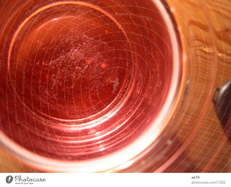 Rotes Wasser rot Alkohol Glas blasen